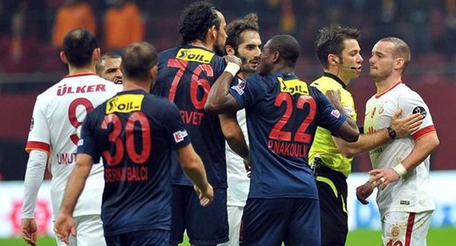 Sneijder'den olay hareket!