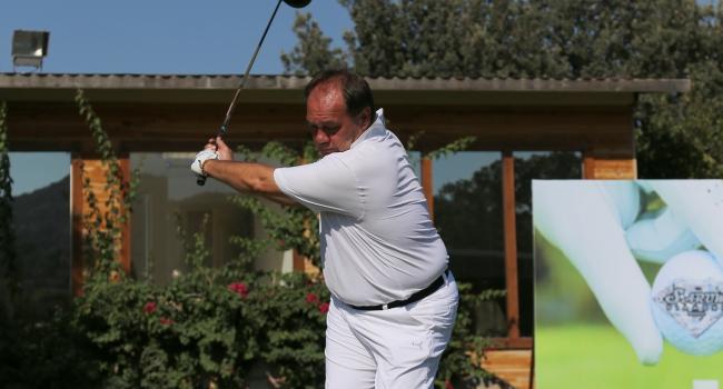 Demirören golfte ikinci oldu