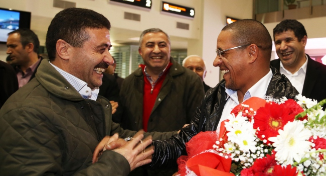 Roberto Carlos Sivas'tan ayrıldı