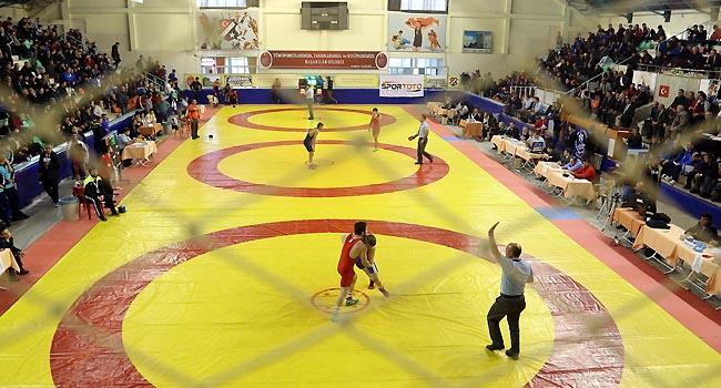 23 Yaş Altı Türkiye Güreş Şampiyonası sürüyor
