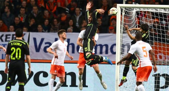 Hollanda, İspanya'yı kolay geçti
