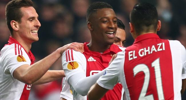 Ajax golcüsünü bırakmadı