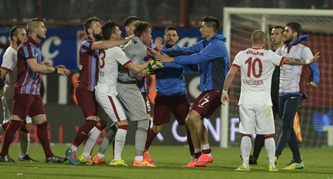 Trabzonspor, Galatasaray'ı liderlikten etti