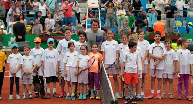 Federer çocuklarla buluştu