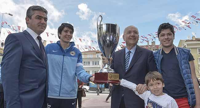 Yenimahalle Belediyesi'nde kupa sevinci