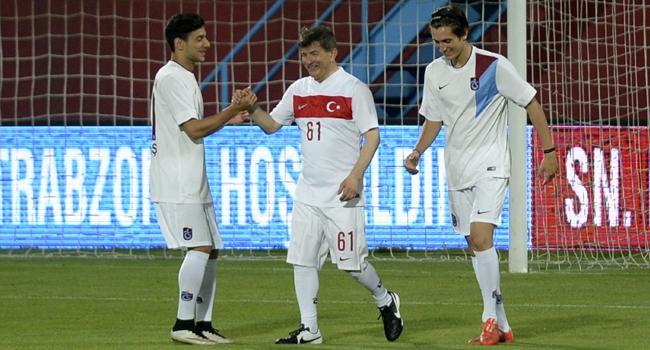 Başbakan Davutoğlu'ndan hat-trick!