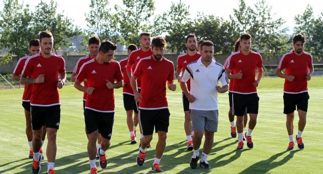 12 futbolcuyla antrenman