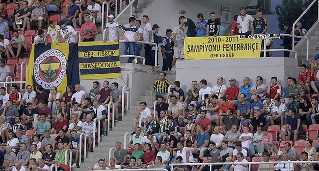 Trabzonspor maçında F.Bahçe pankart gerilimi