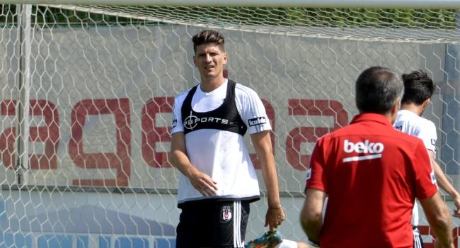 Mario Gomez durgun başladı