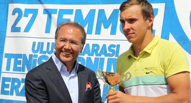 Erzurum'da Rus raket sevindi
