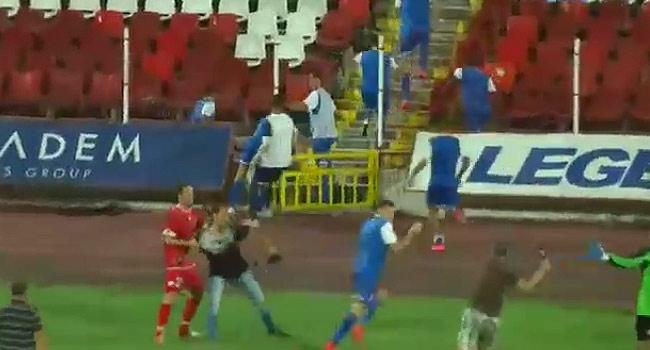 VİDEO | Bulgar taraftarlar İsrailli futbolcuları kovaladı!