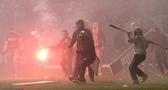 Şiddetin gölgesinde Yunan futbolu