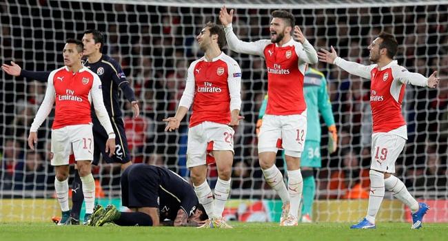 Arsenal şansını son haftaya bıraktı