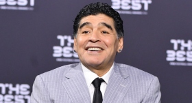Maradona'nın Hindistan'da heykeli dikildi