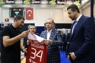Cumhurbaşkanı Erdoğandan Millilere ziyaret