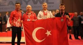 Milli haltercilerden 2 gümüş madalya