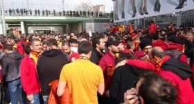 Galatasaraylı taraftarlar Kadıköy'de