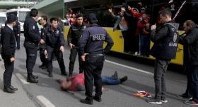 Galatasaray taraftarı otobüsten düştü!