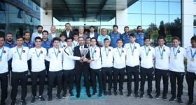 Bakan Kasapoğlu şampiyonlarla buluştu