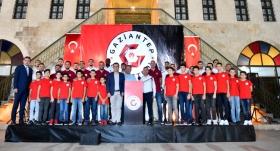 Gaziantep Basketbol yeni transferlerini tanıttı