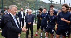 Ağaoğlu'ndan genç futbolculara öğütler