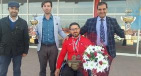 Dünya şampiyonu Gökhan Seven'e çiçekli karşılama