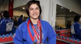 Milli sporcu Zeynep Çelik'ten altın madalya