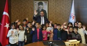Bakan Kasapoğlu, Şırnaklı öğrencilerin hayalini gerçekleştirdi
