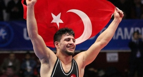 Dünya şampiyonu güreşçi, ödüllerle ev kredisini kapatacak