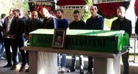 Kalp krizi sonucu ölen futbolcu son yolculuğuna uğurlandı