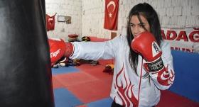 Avrupa şampiyonu boksör gözünü dünya şampiyonluğuna dikti