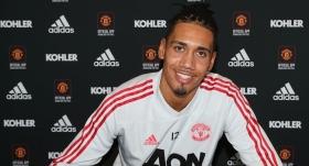 Manchester United, Smalling'in sözleşmesini uzattı
