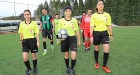 Ordu'da amatör maçı kadın hakemler yönetti