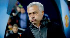 Manchester United Mourinho'nun görevine son verdi