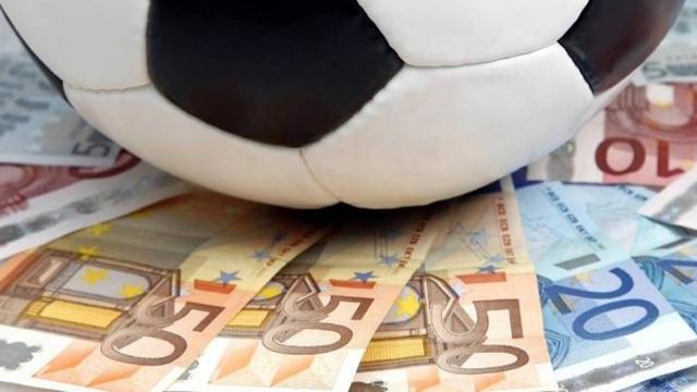 Koronavirüs futbolcu maaşlarını da vurdu