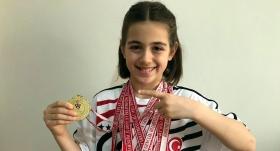 Minik yüzücü katıldığı 42 yarışta 41 birincilik kazandı
