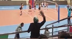 Rakip takım antrenörüne anne terliği