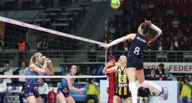 Fenerbahçe Opet yenilse de lider