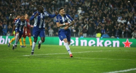 Porto'ya turu Alex Telles getirdi