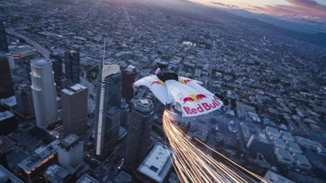 Jon Devore Los Angeles'da gökyüzüne imzasını attı