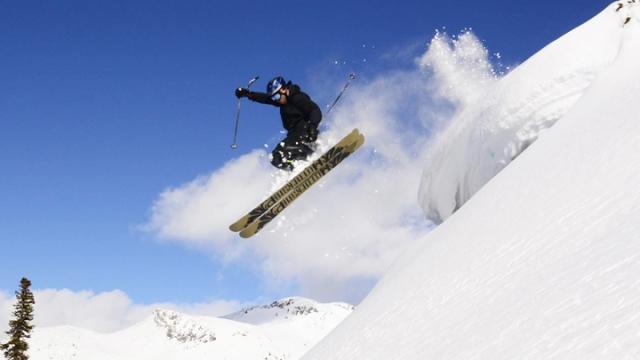 Kayak ve snowboard ustaları İsviçre'de boy gösterdi
