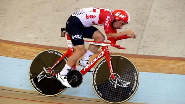 Bisiklette zaman karşı mesafe rekoru kırıldı