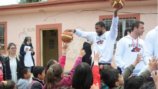 Bahçeşehir Koleji takımı Mardin'de öğrencilerle buluştu