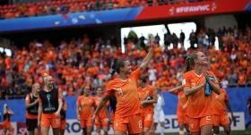 Hollanda son 16'yı garantiledi