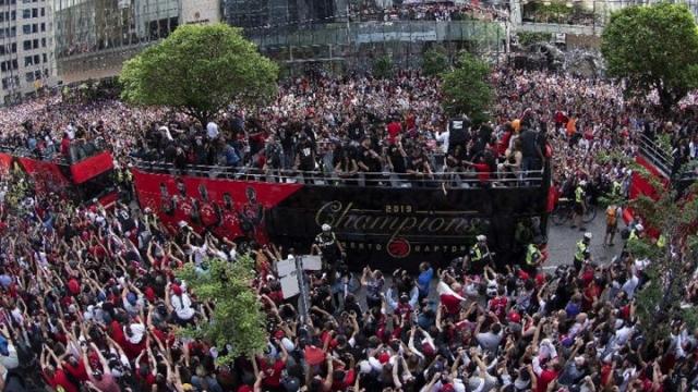 Toronto'nun kutlamalarına gölge düştü