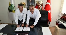 Akhisarspor Mehmet Altıparmak ile sözleşme imzaladı