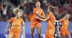 Hollanda 90. dakikada turladı