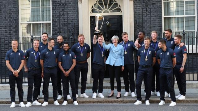Theresa May İngiliz kriket takımını kutladı