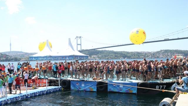 2400 sporcu Boğaz'da kıyasıya mücadele etti