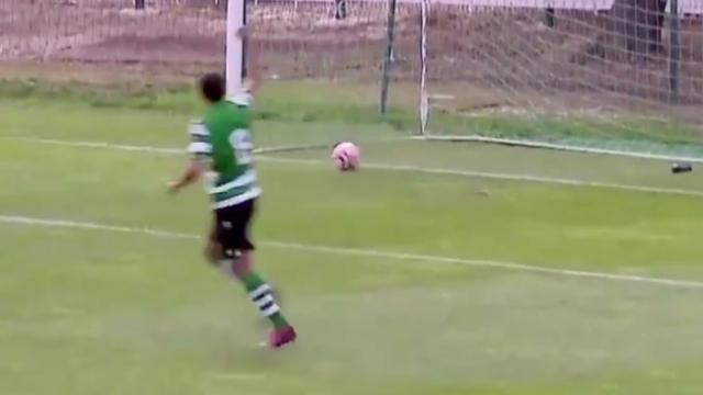 Sporting topa değmeden gol attı